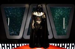 Darth Vader framme av fönster som beskådar stjärnor royaltyfri foto