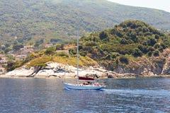 Darting nad wodą morze Zdjęcia Stock