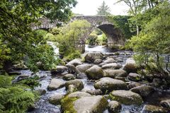 Dartmeet著名野餐斑点,在Dartmoor,德文郡,英国 图库摄影