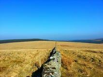 Dartmoor蓝色sky& x27; s 库存图片