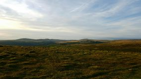 Dartmoor Nationalpark Blicken in Richtung der Einnebelung des Felsensteinbruchs Stockfotografie