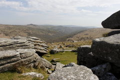 Dartmoor nationalpark Devon Combestone Tor royaltyfri bild