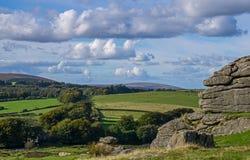 Dartmoor von einem Felsen Stockfoto