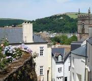 Dartmouth, Devon, Abhang-Häuser und Kirche Lizenzfreie Stockfotografie