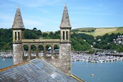 Dartmouth, Devon Church och kullar Arkivfoton
