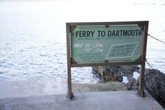 Dartmouthveerboot aan Kingswear-Teken stock afbeeldingen