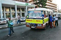 Daru es Salaam mieszkanowie siedzą w miejskim autobusie Obrazy Stock