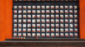 Daruma auf Haupt-Hall von Katsuoji-Tempel in Japan Stockfotos