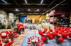 Daruma que hace el taller de Daruma Imagen de archivo libre de regalías