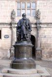 darwin его старая внешняя статуя школы стоковые изображения rf