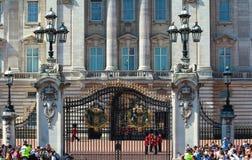 Das Ändern des Schutzes am Buckingham Palace, London, Vereinigtes Königreich Lizenzfreies Stockbild