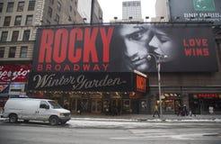 Das Äußere des Wintergartentheaters, das Spiel Rocky The Musical auf Broadway in New York City kennzeichnend Lizenzfreie Stockbilder