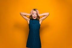 Das überraschte jugendlich Mädchen Stockfoto
