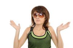 Das überraschte Mädchen in den Sonnenbrillen Stockfotos