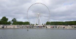 Das achteckige Becken und das Rad von Paris Überall gehendes P Stockfotografie