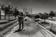 Das Adana-Stadtzentrum, gelegen auf den Banken Seyhan Rivers, ist die größte Moschee in der Türkei stockfotos