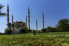 Das Adana-Stadtzentrum, gelegen auf den Banken Seyhan Rivers, ist die größte Moschee in der Türkei lizenzfreies stockfoto