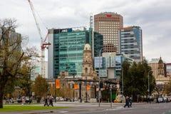 Das Adelaide-Stadtbild, welches die Post auf Victoria Squ feautring ist Lizenzfreie Stockfotografie