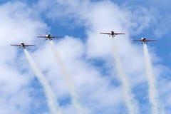 Das aerobatic Team der Blattbildung, das Extra-EA-300L aerobatic Flugzeuge bei RAF Waddington Airshow fliegt Stockfotos