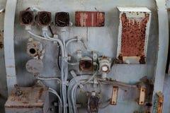 Das alte Bedienfeld auf dem alten Schiff stockfotos