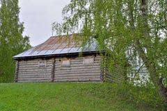 Das alte Blockhaus auf dem Standort der Zustandsc$museum-reserve von A Stockfotografie