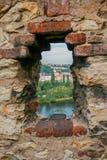 Das alte gewölbte Fenster Lücke zu BudapestA maserte Hintergrund Kopieren Sie Pastenplatz Lizenzfreie Stockbilder