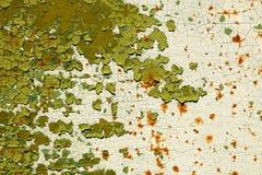 Das alte grüne Metall und das Weiß malten Hintergrund mit Streifen des Rosts Lizenzfreie Stockfotografie