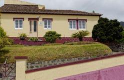 Das alte Haus auf Azoren lizenzfreie stockbilder