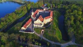 Das alte Nesvizh-Schloss, sonnig kann Morgenluftvideo belarus stock footage