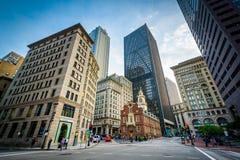 Das alte Parlamentsgebäude und die Wolkenkratzer in Boston, Massachusetts Stockfoto