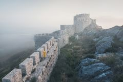 Das alte Schloss der Schlange, Adana, die Türkei, aufgestellt auf einen Berg und Angebote eine schöne Ansicht der Landschaft Lizenzfreie Stockfotos