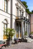 Das alte Schloss für den König, der auf Djurgaarden Schweden gesetzt wurde, nannte Rosendals-slott Stockfoto