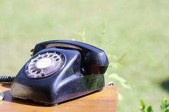 Das alte schwarze Telefon lizenzfreie stockfotos