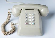 Das alte Telefon auf Weiß Lizenzfreies Stockfoto