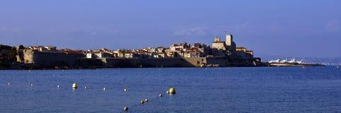 Das alte verstärkte Dorf von Antibes auf dem Mittelmeer, Cote d'Azure, Frankreich Lizenzfreie Stockbilder