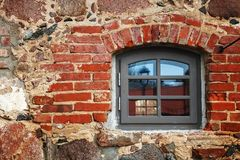 Das alte Wandfenster Lizenzfreie Stockfotos