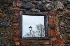 Das alte Wandfenster Lizenzfreies Stockfoto