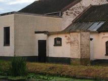 Das alte weiße Gebäude Stockfotos