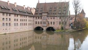 Das alte weltberühmte Gebäude in Nürnberg, das Krankenhaus des Heiliger Geist, das das erste Krankenhaus und jetzt war stock footage
