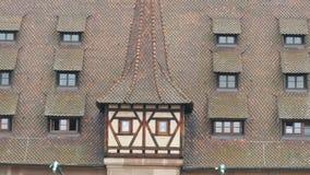 Das alte weltberühmte Gebäude in Nürnberg, das Krankenhaus des Heiliger Geist, das das erste Krankenhaus und jetzt war stock video