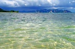 Das Andaman-Meer nahe AO Nang, Thailand stockbilder
