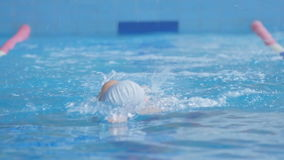Das Athleten-Swims Crawl In-Pool stock footage