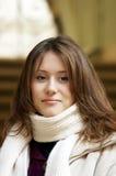 Das attraktive junge Mädchen Lizenzfreies Stockfoto