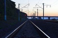 Das Ausdehnen in den Abstand befördert Eisenbahn mit der Eisenbahn Stockbild