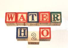 Das Ausdruckwasser h2o sichtlich angezeigt auf einem weißen Hintergrund Lizenzfreies Stockbild