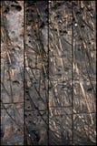 Das ausführliche Fragment des strukturierten Holztischs in der Werkstatt mit eindrucksvoller Struktur, Hintergrund, vintate, Naha Lizenzfreie Stockfotografie