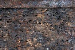 Das ausführliche Fragment des strukturierten Holztischs in der Werkstatt mit eindrucksvoller Struktur, Hintergrund, vintate, Naha Lizenzfreie Stockbilder