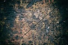 Das ausführliche Fragment des strukturierten Holztischs in der Werkstatt mit eindrucksvoller Struktur, Hintergrund, vintate, Naha Stockfotos