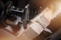 Das Austauschen sah Holzarbeit lizenzfreie stockfotos