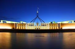 Das australische Parlament bringen in Canberra unter Lizenzfreie Stockfotos